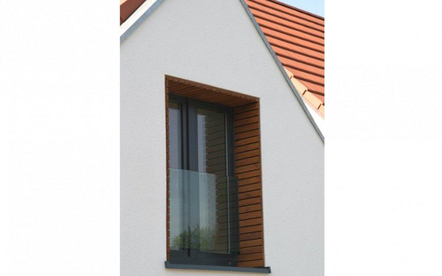 Detail Holzbekleidung in Fensterlaibung