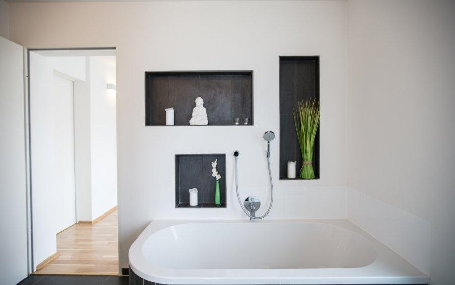 Bad mit Wandnischen