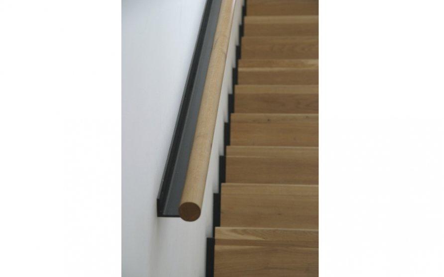 Detail Treppe mit Handlauf