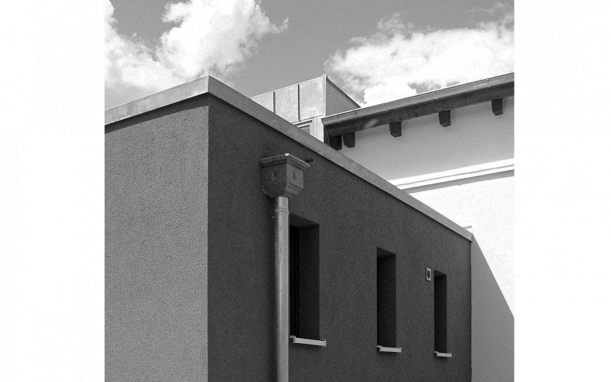 Verbindungsbau zwischen dem Sattel- und dem Pultdachgebäude