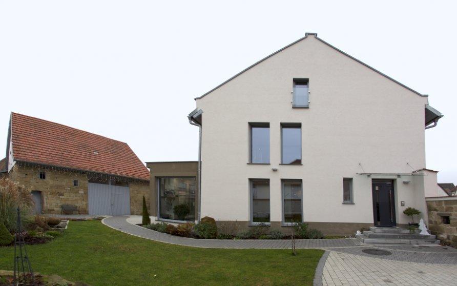 Garten mit Innenhof und Scheune