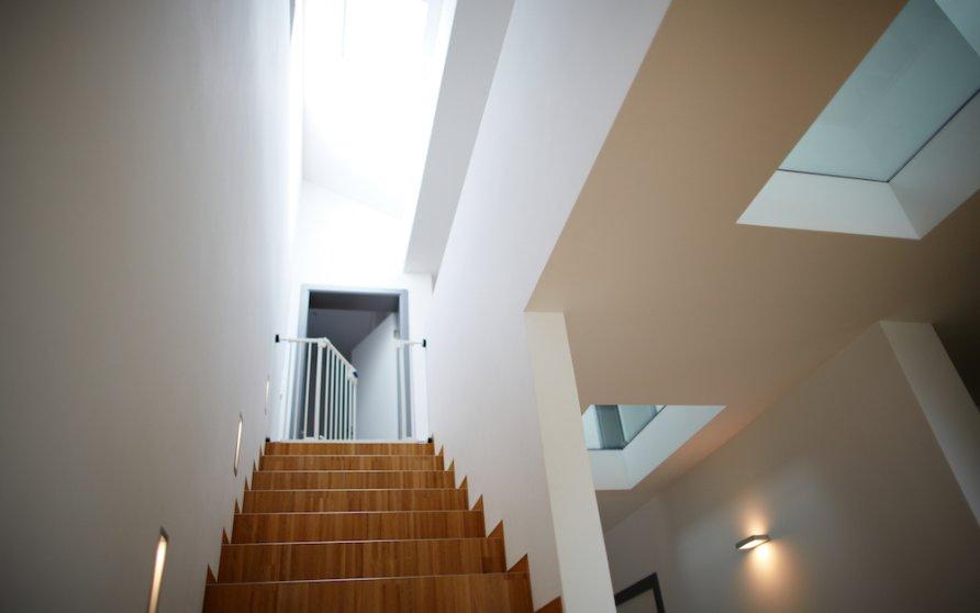 Treppe mit Glasauschnitt im Flur