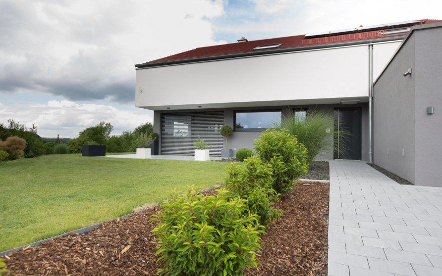 Zugang Hauseingang mit Frühstücks-Terrasse