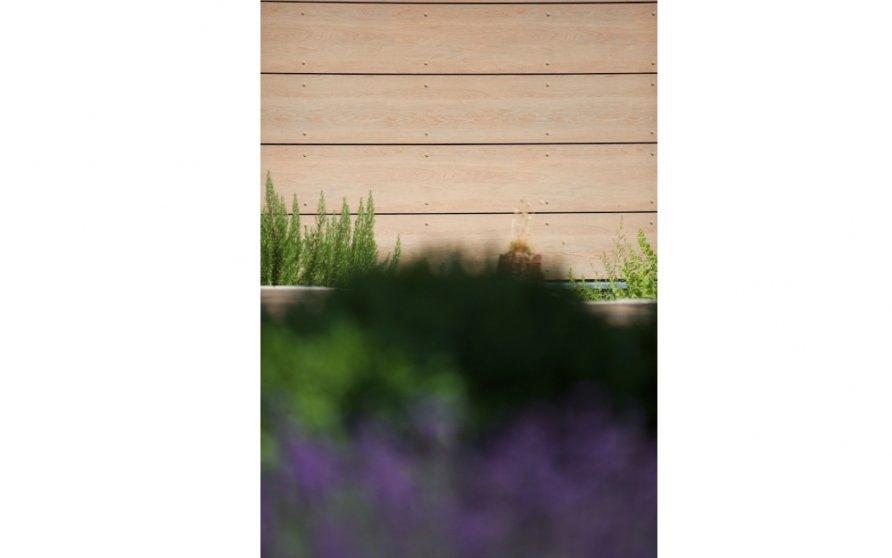 Gartendetail: Garagenbekleidung