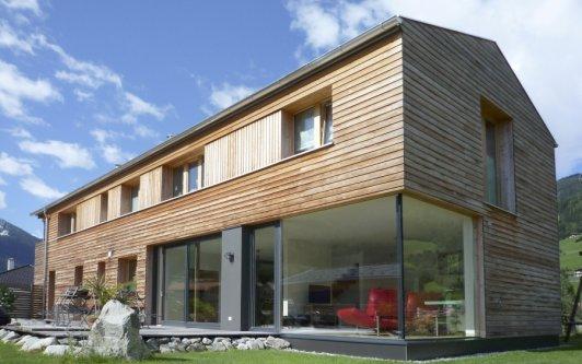 Einfamilienhaus mit Praxisgebäude