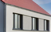 Fassadendetail mit Fensterband und Traufe