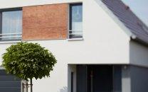 Material- und Farbspiel der Fassade